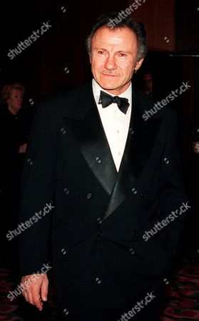 """KEITEL Actor Harvey Keitel poses for photographers before entering the first annual """"Directors Guild of America Honors"""" gala, in New York. The DGA honored Martin Scorsese, filmmaker; Robert Shaye, chairman and CEO of New Line Cinema; Rep. Richard Gephardt, D-Mo.; Thomas O'Donnell Sr., Teamsters' Local 817 president; and the Austin Texas Film Society. Keitel was the master of ceremonies"""