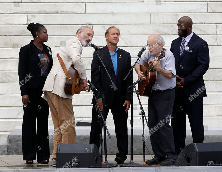 With Trayvon Martin parents, Sybrina Fulton, left, and Tracy Martin, and Mark Barden, father of Sandy Hook Elementary School shooting victim Daniel Barden, Peter Yarrow, left, and Paul Stookey, right, of the folk trio Peter, Paul and Mary, perform at the 50th Anniversary of the March on Washington where Martin Luther King, Jr., spoke, in front of the Lincoln Memorial in Washington
