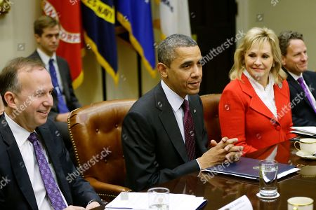 Barack Obama, Mary Fallin, Jack Martell President Barack Obama, flanked by National Governors Association (NGA) Chairman, Delaware Gov. Jack Martell, and NGA Vice Chair, Oklahoma Gov. Mary Fallin, meets with the NGA executive committee regarding the fiscal cliff, in the Roosevelt Room at the White House in Washington. Treasury Secretary Tim Geithner is at right