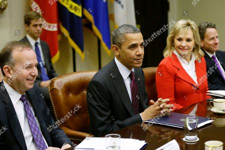 Barack Obama, Mary Fallin, Jack Markell President Barack Obama, flanked by National Governors Association (NGA) Chairman, Delaware Gov. Jack Markell, and NGA Vice Chair, Oklahoma Gov. Mary Fallin, meets with the NGA executive committee regarding the fiscal cliff, in the Roosevelt Room at the White House in Washington. Treasury Secretary Tim Geithner is at right