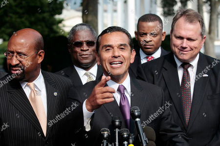 Stock Picture of Antonio Villaraigosa, Scott Smith, Michael Nutter, Sly James, Anthony Foxx Mayor of Los Angeles, Antonio Villaraigosa, center, talks to members of the media following a meeting with President Barack Obama and Vice President Joe Biden, and bipartisan group of mayors to discuss the economy at the White House in Washington, . Mayors with Villaraigosa are from l-r, Michael Nutter, Philadelphia, Sly James, Kansas City, MO., Anthony Foxx, Charlotte, NC and Scott Smith, from Mesa, AZ