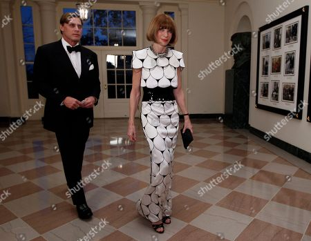 Anna Wintour, Shelby Bryan Anna Wintour, Editor-in-Chief of Vogue Magazine, walks with Shelby Bryan as they arrive at the Booksellers area of the White House in Washington for the State Dinner hosted by President Barack Obama and first lady Michelle Obama for British Prime Minister David Cameron and his wife Samantha