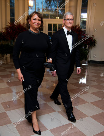 Tim Cook, Lisa Jackson Apple Chief Executive Officer Tim Cook and former EPA administrator Lisa Jackson, arrive for a State Dinner reception in honor of Chinese President Xi Jinping, in the East Room of the White House in Washington