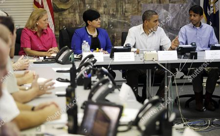 Barack Obama, Mary Landrieu, Natalie Robottom, Bobby Jindal President Barack Obama participates in a briefing with, from left to right, Sen. Mary Landrieu, D-La., Saint John the Baptist Parish President Natalie Robottom, Gov. Bobby Jindal and FEMA Administrator Craig Fugate, at Saint John Parish Emergency Operations Center (EOC) in LaPlace, La., in Saint John the Baptist Parish