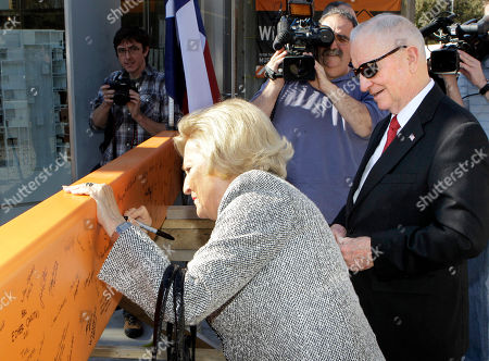 Ross Perot, Margot Perto Ross Perot, right, looks on as his wife Margot, left, signs a beam during a ceremony at a construction site of Perot Museum of Nature and Science, in Dallas. The billionaire former presidential candidate Perot and his family attended a ceremony to celebrate the placement of the final beam in the construction of the museum near downtown Dallas