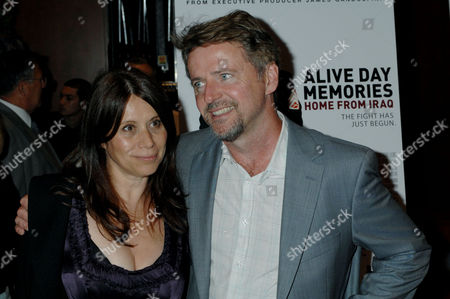 """Aidan Quinn, Elizabeth Quinn Aidan Quinn, right, and his wife, Elizabeth Quinn arrive for the premiere of the HBO's """"Alive Day Memories: Home From Iraq,"""", in New York. James Gandolfini was executive producer on the film which surveys the physical and emotional cost of war of ten soldiers and marines through memories of """"alive day,"""" the day a military person narrowly escaped death in Iraq"""