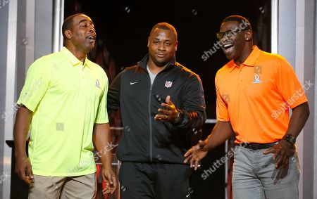 Cris Carter, Michael Irvin, Troy Vincent Troy Vincent, center, NFL Executive Vice President of Football Operations, is flanked by Michael Irvin, right, NFL Hall of Fame member and Pro Bowl Alumni captain, and Cris Carter, left, NFL Hall of Fame member and Pro Bowl Alumni captain, as the two coaches laugh while picking their player captains during the Pro Bowl Kickoff news conference, in Phoenix. The upcoming NFL Pro Bowl football game will be played on Sunday