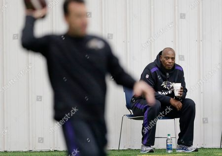 Ozzie Newsome Baltimore Ravens general manager and executive vice president Ozzie Newsome, back right, watches as offensive coordinator Gary Kubiak throws a pass during an NFL football practice, in Owings Mills, Md. The Ravens will travel to New England for a divisional playoff game against the Patriots on Saturday, Jan. 10