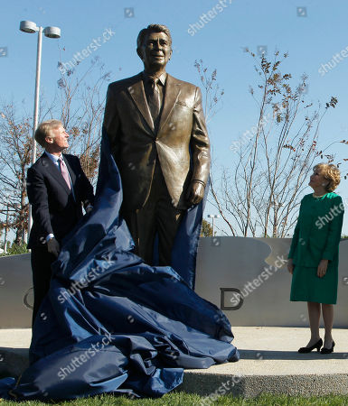 Elizabeth Dole, Frederick Ryan Frederick Ryan Jr., chairman of the Board of Trustees of the Ronald Reagan Presidential Foundation, left, and former Transportation Secretary Elizabeth Dole, unveil the statue of President Ronald Reagan, at Washington's Ronald Reagan National Airport