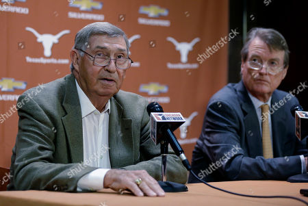 DeLoss Dodds, Bill Powers Texas athletic director DeLoss Dodds, left, with Texas president Bill Powers, right, formally announces his retirement during a news conference, in Austin, Texas. Dodds, who has been with Texas for 32 years, will step down in August 2014