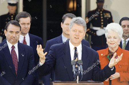 Bill Clinton, William Clinton U.S. President Bill Clinton, accompanied by some of the nation's governors, gestures during a meeting at the White House in Washington, to discuss the North American Free Trade Agreement. From left are Gov. Tommy Thompson, Wis.; Gov. Mike Leavitt, Utah; Vice President Gore, the President; and Gov. Ann Richards, Texas