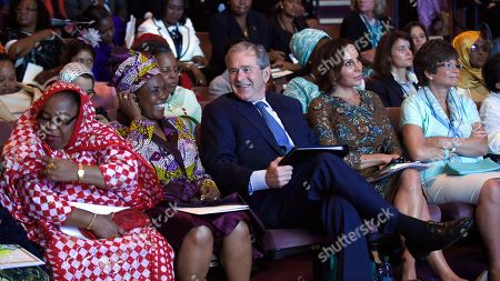 """Hadidja Aboubakar Ikililou Dhoinine, Constancia Mangue de Obiang, George W. Bush, Sylvia Bongo Ondimba, Valerie Jarrett Former President George W. Bush, sits with, from left, first lady of the Comoros Hadidja Aboubakar Ikililou Dhoinine, first lady of Equatorial Guinea Constancia Mangue de Obiang, (Bush), first lady of Gabon Sylvia Bongo Ondimba, and White House Senior Advisor Valerie Jarrett, at the """"Investing in Our Future"""" discussion at the Kennedy Center in Washington, as part of the US Africa Summit. Michelle Obama and Laura Bush, first ladies of different generations and opposing political parties, are uniting for the second time in just over a year to promote U.S. relations with Africa"""