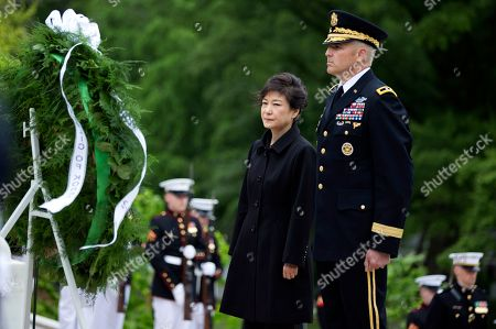 Park Geun-hye, Michael Linnington Visiting South Korea President Park Geun-hye, left with Maj. Gen. Michael Linnington, stand during a wreath laying ceremony at the Tomb of the Unknowns at Arlington National Cemetery in Arlington, Va