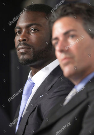 Michael Vick, Wayne Pacelle Philadelphia Eagles football quarterback Michael Vick, left, accompanied by Wayne Pacelle, president and CEO of the Humane Society of the US, takes part in a news conference on Capitol Hill in Washington, to discuss their support for a bill that will penalize criminals who finance and bring children to dogfights and cockfights