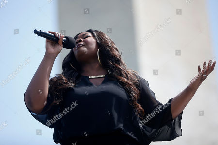 Candice Glover Candice Glover, 2013 American Idol winner, sings at the Washington Monument in Washington, at a ceremony to celebrate its re-opening. The monument, which sustained damage from an earthquake in August 2011, reopened to the public today