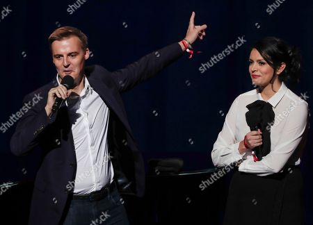 Hugh Evans, left, CEO of Global Citizen, speaks along with actress Cecily Strong, during the Global Citizen Festival, in New York