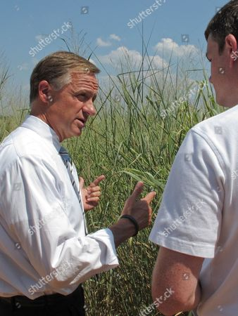 Bill Haslam, Sam Jackson Gov. Bill Haslam speaks with Sam Jackson, right, vice president of feedstock operations at Genera Energy during a tour of switchgrass crops in Vonore, Tenn., on