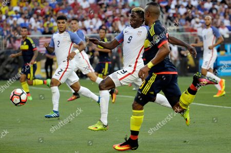 Colombia's Farid Diaz, right, and Gyasi Zardes of the United States, center, fight for control of the ball during the Copa America Centenario opening match at Levi's Stadium in Santa Clara, Calif