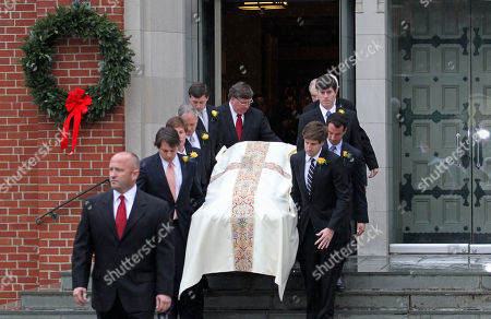 Elizabeth Edwards Pallbearers carry the casket containing the body of Elizabeth Edwards towards a hearse following funeral services at Edenton Street United Methodist Church in Raleigh, N.C., . Edwards died Tuesday of cancer at the age of 61