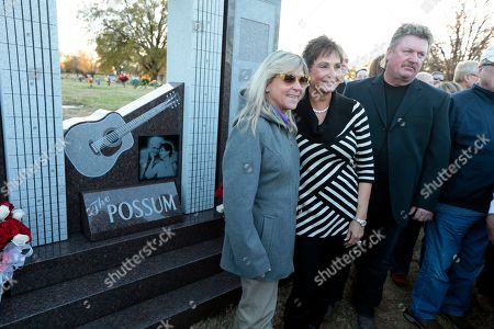 Nancy Jones, Joe Diffie, Jett Williams Nancy Jones, the widow of country music star George Jones, center, poses with singers Joe Diffie, right, and Jett Williams, left, at the memorial to the late singer dedicated, in Nashville, Tenn