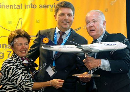 Gina Marie Lindsey, Juergen Siebenrock, Tom LaBonge Los Angeles Airport Executive Director Gina Marie Lindsey, left, Lufthansa German Airlines' Vice President, The Americas Juergen Siebenrock, center, and Los Angeles Councilman Tom LaBonge hold a model of Lufthansa German Airlines new Boeing 747-8 aircraft, after its inaugural passenger flight from Frankfurt, Germany to Los Angeles. Gina Marie Lindsey, the executive director of the city agency that oversees the operation of Los Angeles International Airport, announced, that she plans to retire
