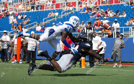 Kevin Byard, Alex Deleon Middle Tennessee's Kevin Byard (20) tries to break up pass for Florida Atlantic's Alex Deleon (84) during the second half of a NCAA football game in Boca Raton, Fla., . Middle Tennessee won 42-35 in overtime