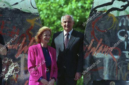 Editorial picture of Mikhail Gorbachev with Edwina Sandys, Fulton, USA