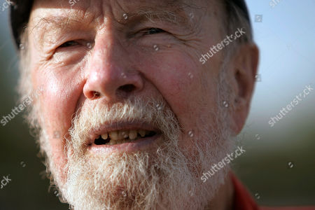 Pete Seeger Pete Seeger talks during an interview in Beacon, N.Y. The banjo-picking troubadour who sang for migrant workers, college students and star-struck presidents in a career that introduced generations of Americans to their folk music heritage died at the age of 94
