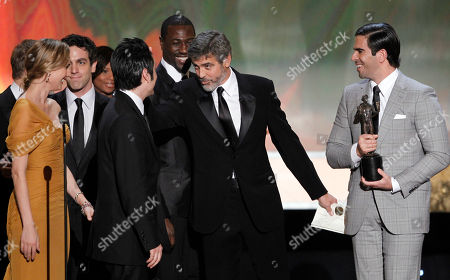 """Diane Kruger, Omar Doom, Jacky Ido, Eli Roth Diane Kruger, left, Omar Doom, second from left, Jacky Ido, third from left, and Eli Roth, right accept the award for best cast of a movie for """"Inglourious Basterds"""" from George Clooney, second from left, at the 16th Annual Screen Actors Guild Awards, in Los Angeles"""