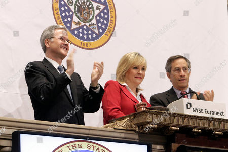 Mary Fallin, Jeffrey Eubank, Lawrence Leibowitz Oklahoma Governor Mary Fallin, the first-ever female governor of her state, is flanked by Jeffrey Eubank, left, NYSE Vice President for Global Affairs, and Lawrence Leibowitz, NYSE COO, as she rings the opening bell of the New York Stock Exchange