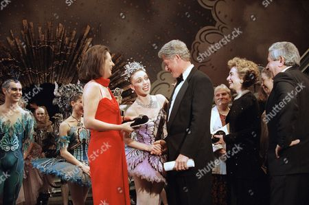 """The Baroness Tessa Blackstone, left, president of the Royal Opera Trust, introduces President Bill Clinton and first Hillary Rodham Clinton to Fiona Chadwick, second from left, who danced the role of the Lilac Fairy in the British Royal Ballet production of """"The Sleeping Beauty"""" after the opening performance at the Kennedy Center in Washington"""