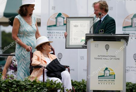 Pam Shriver, Christopher Clouser, Nancy Jeffett International Tennis Hall of Fame chairman Christopher Clouser, right, presents Nancy Jeffett, center, with a certificate as Pam Shriver, left, listnes during induction ceremonies in Newport, R.I