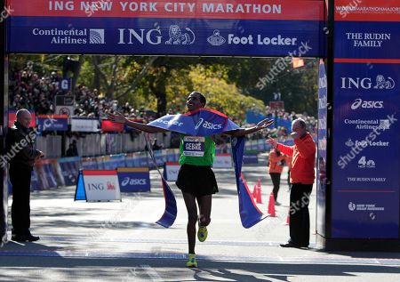 Gebre Gebremariam, Michael Bloomberg New York Mayor Michael Bloomberg, right, pumps his fist as he watches Gebre Gebremariam of Ethiopia celebrate after Gebremariam won the professional men's division at the New York City marathon in New York