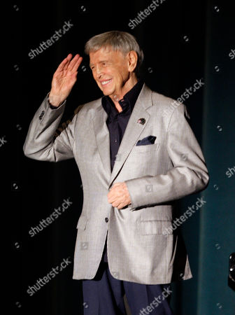 """Roger Williams Pianist Roger Williams waves to the audience during a performance at a memorial service for fitness guru Jack LaLanne, in Los Angeles. Williams, the virtuoso pianist who topped Billboard charts with his hit recording of """"Autumn Leaves"""" in the 1950s and played for nine presidents during a long career, has died. He was 87. His former publicist Rob Wilcox says Williams died Saturday, Oct. 8, 2011 at his home in Los Angeles of complications from pancreatic cancer"""
