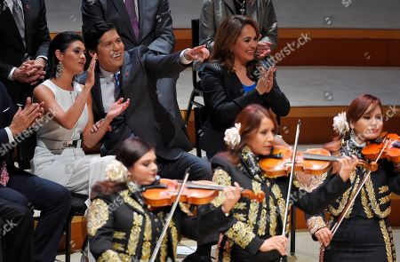 Kevin de Leon, LLuvia Carrasco Democratic Sen. Kevin de Leon, second from left, the 47th President pro Tempore of the California State Senate, gestures to supporters as he sits with his daughter LLuvia Carrasco, left, and Elizabeth Espinosa from KTLA News while a mariachi band plays after being sworn in, in Los Angeles. Two-thousand guests were invited to the expensive soiree to celebrate the swearing-in of the first Latino to head the California Senate in more than a century. Sen. de Leon of Los Angeles is breaking tradition by holding the ceremony at Walt Disney Concert Hall in downtown Los Angeles