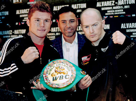 """Boxers Saul """"Canelo"""" Alvarez, left, of Mexico, and Matthew """"Magic"""" Hatton, right, of Great Britain, are joined by co-promoter Oscar De La Hoya with the championship belt during a news conference in Los Angeles, to promote their upcoming boxing match for the vacant WBC super welterweight world title. The bout will be the main event on a joint Golden Boy-R&R promotion at Honda Center in Anaheim, Calif., on Saturday, March 5"""