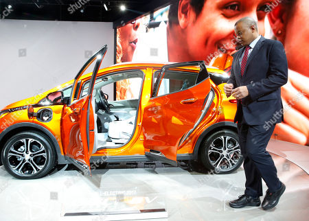 U.S. Transportation Secretary Anthony Foxx views a 2017 Chevrolet Bolt EV at the North American International Auto Show in Detroit, . Foxx said Thursday that the National Highway Traffic Safety Administration also will develop a model policy for states to follow if they decide to allow autonomous cars on public roads. That policy - which will be developed within six months - could help form the basis of a consistent national policy