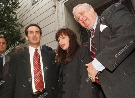 CAMMARATA JONES DAVIS Paula Jones leaves the Little Rock, Ark., federal courthouse surronded by her attorneys Joseph Cammarata, left, and Gilbert Davis, right, . A federal judge set a May 27, 1998, trial date for Jones' sexual harassment lawsuit against Clinton