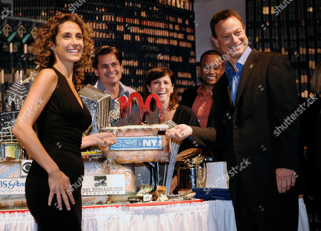 """Melina Kanakaredes, Gary Sinise, Hill Harper, Nina Tassler, Peter Lenkov CSI:NY"""" cast members Melina Kanakaredes, left, and Gary Sinise pose alongside a cake to celebrate the show's 100th episode at CBS Paramount Studios in Los Angeles, . From left in the background are the show's executive producer Peter Lenkov, CBS Entertainment President Nina Tassler and cast member Hill Harper"""