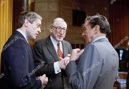 """Former CBS News President Fred Friendly, center, Mike Wallace of CBS """"60 Minutes"""" right, and Columbia University President George Rupp chat prior to the Alfred I. DuPont-Columbia University Awards ceremony in New York City, where Friendly received the Gold Baton award, the highest honor, for his five-decade career in journalism"""