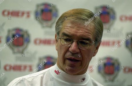 CUNNINGHAM Kansas City Chiefs head coach Gunther Cunningham talks about linebacker Derrick Thomas at a news conference, at Arrowhead Stadium in Kansas City, Mo. Thomas died today in a hospital where he was being treated for injuries from a car crash that left him paralysed from the chest down
