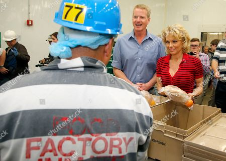 Pamela Anderson, Dan Matthews Actress Pamela Anderson, right, and PETA Senior Vice President Dan Mathews, middle, talks with a food services inmate, left, as the two joined Maricopa County Sheriff Joe Arpaio in a tour of the kitchen facilities at the jail prior to serving the first all-vegetarian meal to inmates at the Maricopa County Jail, in Phoenix. Anderson, a PETA honorary director and long-time vegan, also toured Tent City after serving meals to the inmates