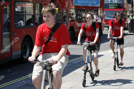Sinclair Research A Bike being put through its paces around Trafalgar Square, London