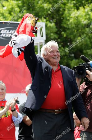 Bobby Hull Former Chicago Blackhawks great Bobby Hull waves to the thousands of fans gathered in Grant Park for a rally to honor the 2013 NHL Stanley Cup hockey champions, in Chicago