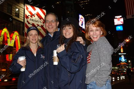 DUNCAN Actress Paige Price, left, Jed Bernstein, second left, president of the League of American Theaters and Producers, and actresses Ruthie Henshall, and Sandy Duncan, right, pose in New York's Times Square early . A group of five theater performers, led by Duncan, are going on the road to thank Americans for supporting Broadway and to encourage them to keep up their support