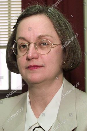 SUSAN WEBBER WRIGHT U.S. District Judge Susan Webber Wright poses in her Little Rock, Ark., chambers . Lawyers for President Clinton asked the judge Monday to move up the trial date in Paula Corbin Jones' sexual harassment lawsuit against the president
