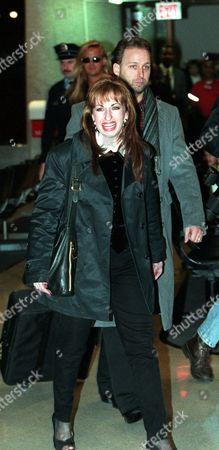 PAULA JONES Paula Jones smiles after arriving at National Airport in Arlington, Va. Friday, Jan.16,1998. President Clinton prepared on Friday to face Paula Jones and unprecedented questioning by her lawyers--under oath--about the accusation that he pressed her for sex seven years ago