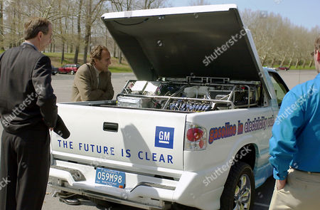 BURNS General Motors Vice President of Research and Development, Larry Burns, center, looks over the Chevrolet S-10 pickup's fuel cell after test-driving the vehicle in Mendon Ponds County Park near Rochester, N.Y. . General Motors Corp. on Wednesday demonstrated what it believes is the world's first drivable fuel cell vehicle that extracts hydrogen from gasoline to produce electricity