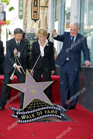 Leron Gubler Jane Morgan, Jerry Weintraub Leron Gubler, Hollywood Chamber of Commerce, President and CEO, left, and producer Jerry Weintraub help unveil a star for singer Jane Morgan, as she is honored on the Hollywood Walk of Fame in Los Angeles Friday, May, 6, 2011