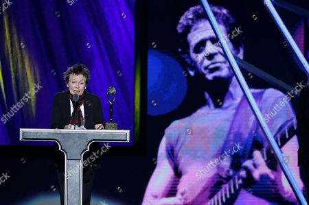 Laurie Anderson Laurie Anderson accepts for Lou Reed at the Rock and Roll Hall of Fame Induction Ceremony, in Cleveland